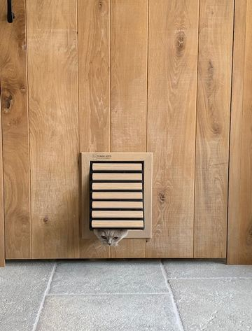 Dog Flap | Cat Flap | Dog Door | Cat Door | Custom made wooden dog door and cat flap in natural oak finish installed in a contemporary oak door | © Tomsgates