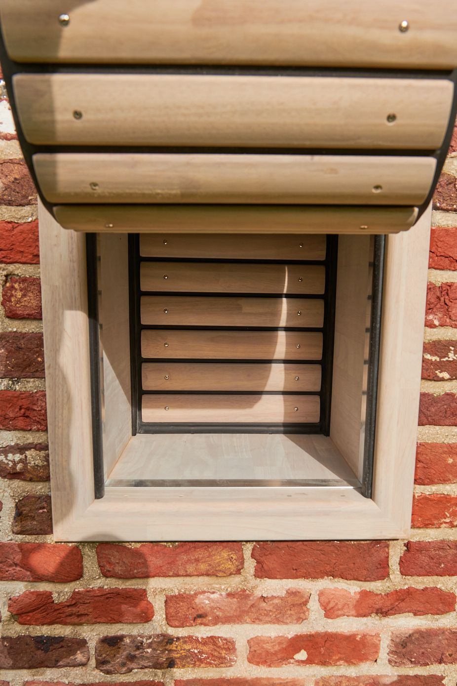 Dog flap | Dog door | Cat flap | Cat door | Installation of a dog flap or cat flap in a wall | windproof and watertight tunnel in cavity wall | © Tomsgates